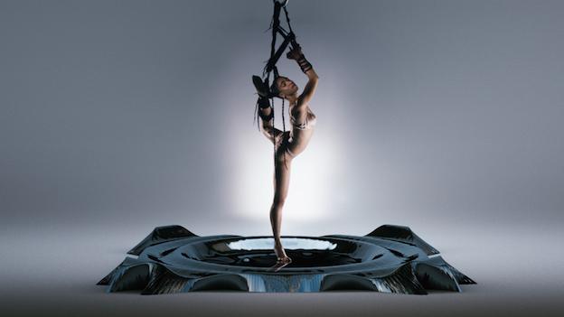 FKA Twigs pendulum video