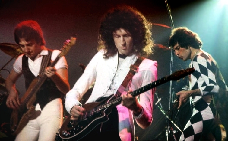 QueenPerforming1977